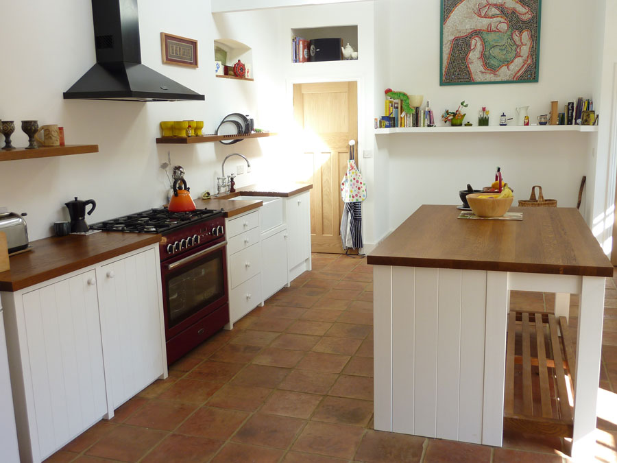 bespoke kitchen painted tongue&groove